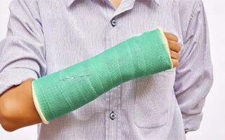 Почему отекает рука после перелома лучевой кости и как снять отек