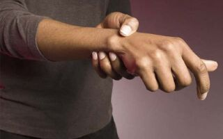 От чего и почему отекают руки