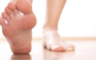 Отек ступней ног, причины и лечение