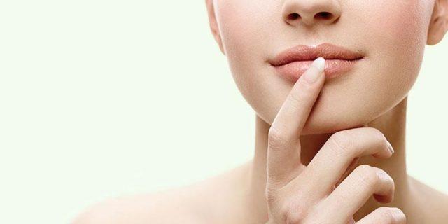Опухают губы