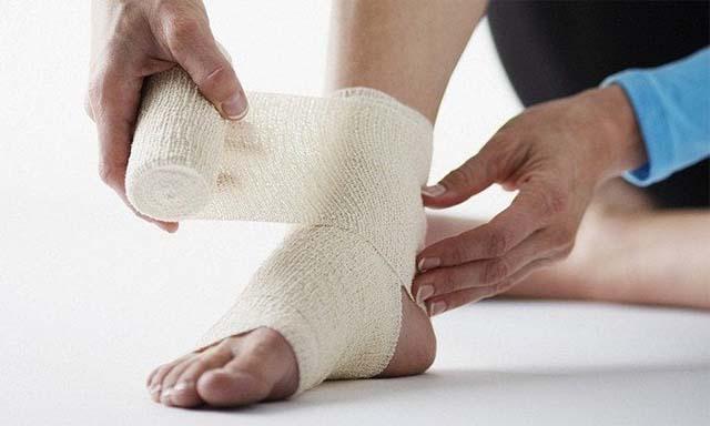 Перебинтованная нога