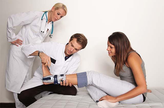 Осмотр у врача-ортопеда