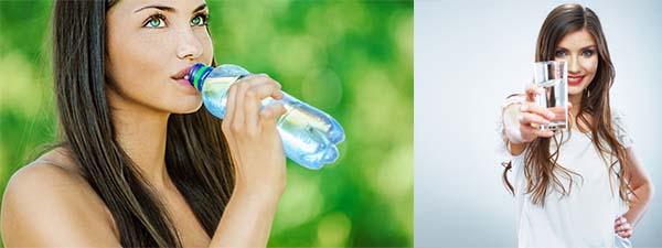 Девушки пьют воду