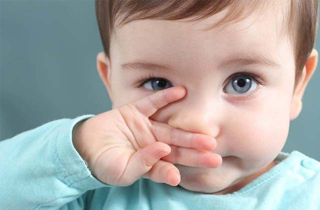 Ребенок вытекает нос