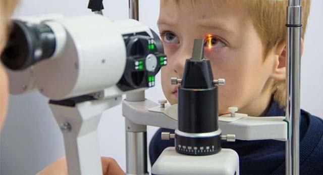 Обследование ребенка у офтальмолога