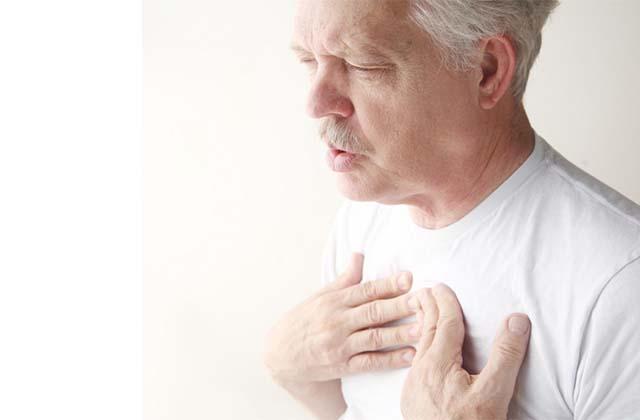 У пожилого человека кашель
