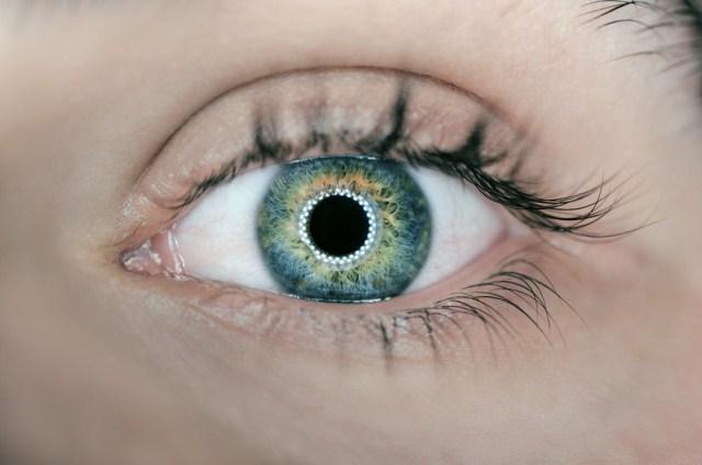 Линзы с шипами для лечения глаз